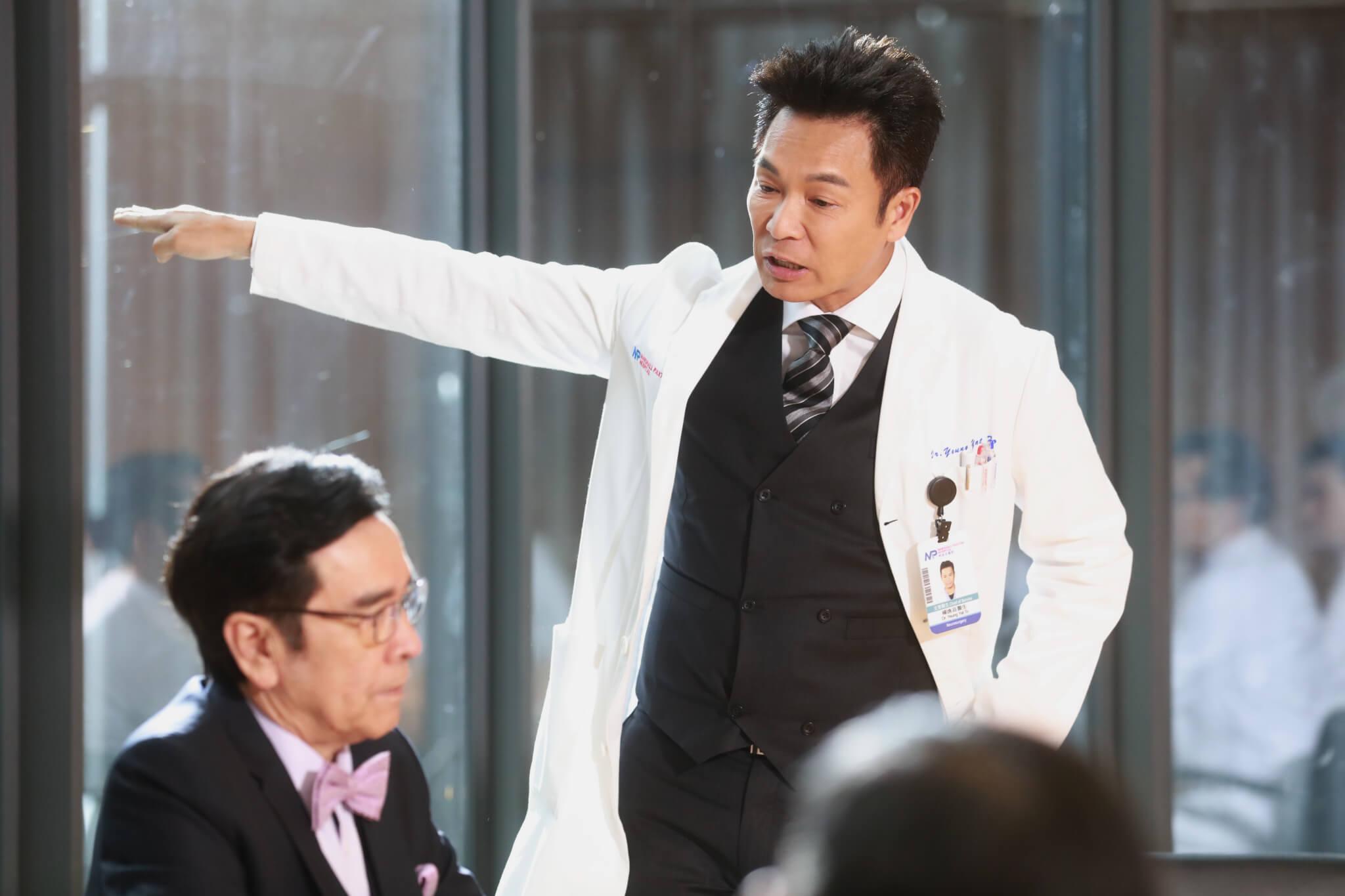 安仔在新劇《白色強人》中是一名腦科醫生兼副院長,與姜大衞大鬥演技。