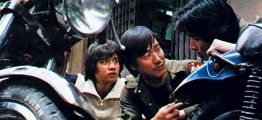 李修賢八六年成立「萬能影業」,黃栢文是公司主力班底,負責策劃、導演兼演出。
