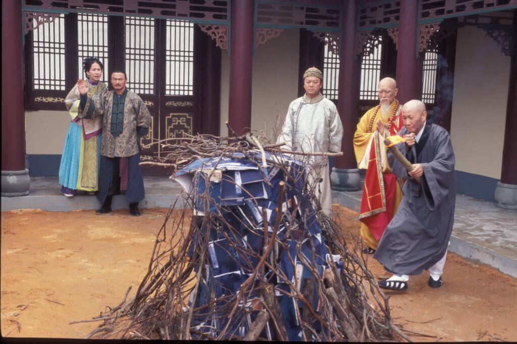 李海生擅長扮演得道高僧,在《施公奇案》中就飾演慧嚴法師。