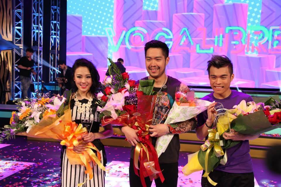 蘇韻姿於加拿大中文電視台參加歌唱比賽,奪得亞軍。