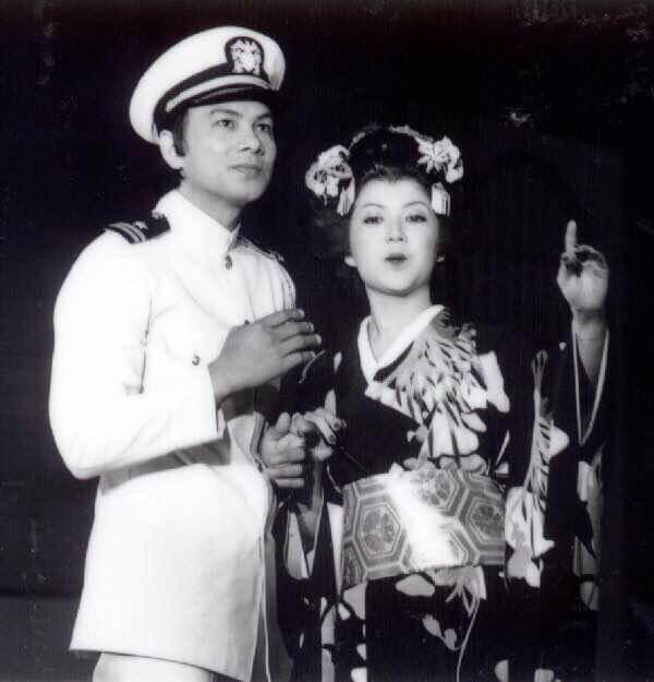 多年前為仁濟醫院籌款,與馮寶寶演出歌劇《蝴蝶夫人》。
