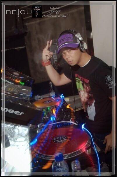 沒有電影拍時,林子善做過衣著新潮的夜場打碟DJ。