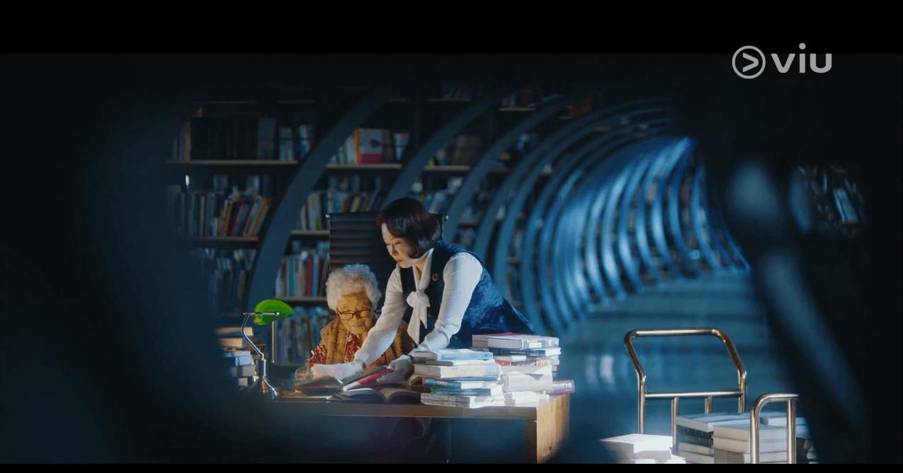 在首爾書寶庫,市民可以低廉的價格購書,小規模和傳統的舊書店亦得以立足。書寶庫擁有十二萬冊藏書,書蟲亦可像劇中的婆婆一樣「打書釘」。