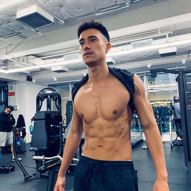 為了操fit身形,Brian一星期做五日gym,曬三日燈。