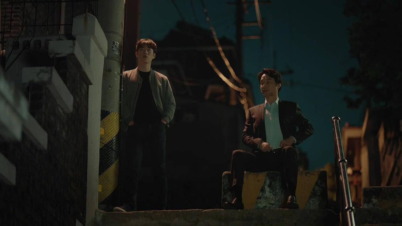 自從好友成為「黑警」,韓石圭飾演的都治光就決心成為警察的眼中釘,成立監察部門。