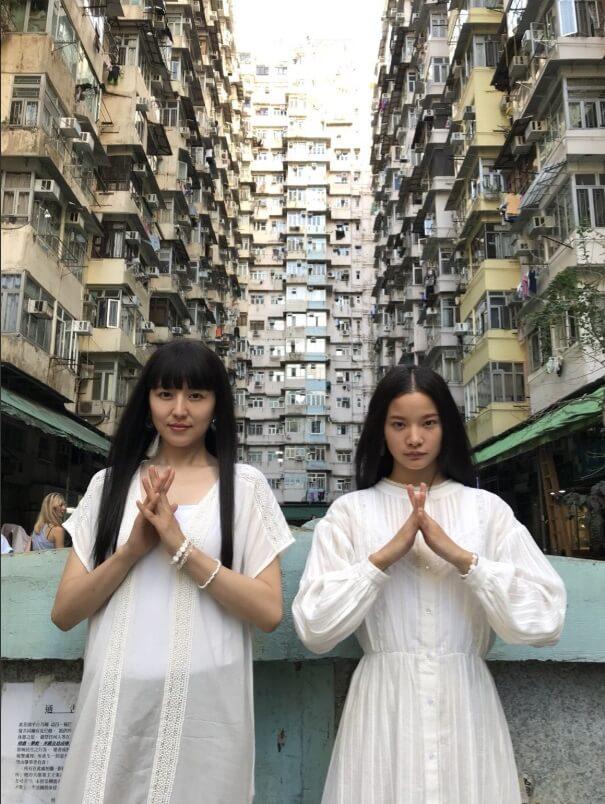 長澤與織田在鰂魚涌海山樓扮神婆姊妹花,為了接近女帝。
