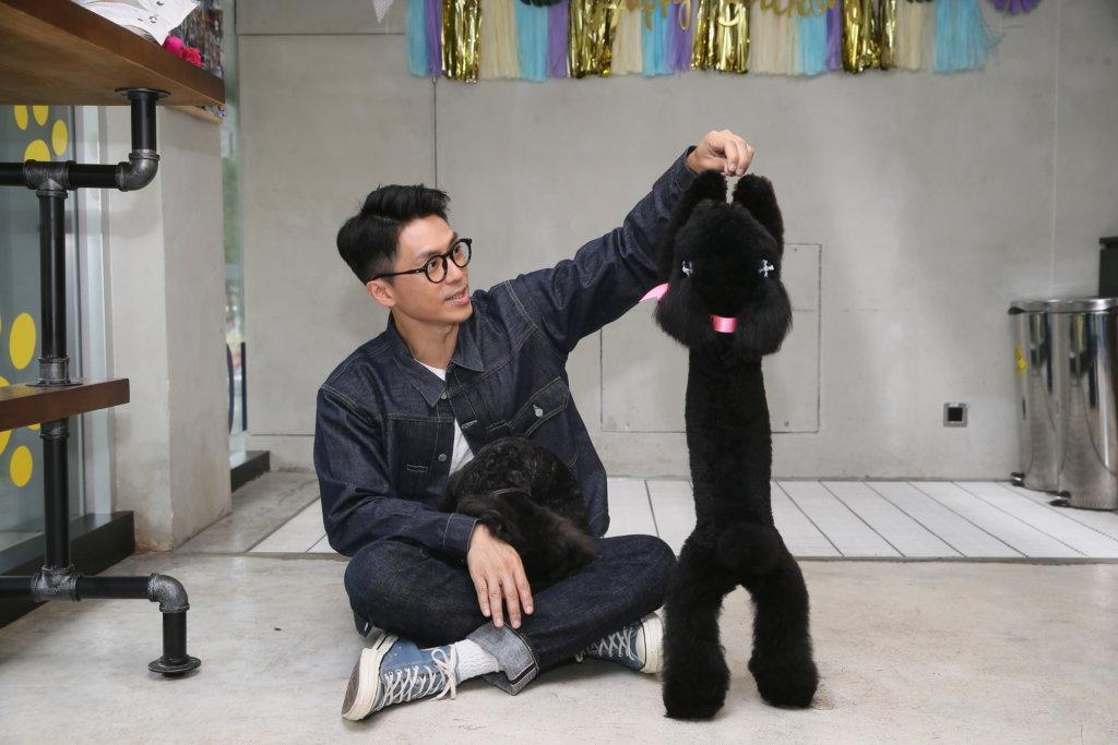 在家裏,他有適當的家教,不希望狗仔任意妄為。