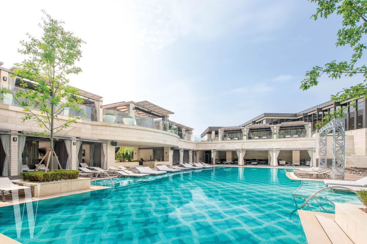 劇中的泳池取景於仁川的豪華酒店Paradise City
