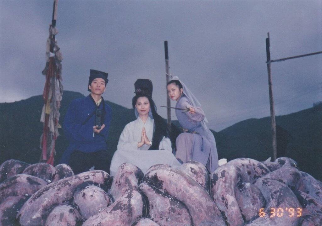 電影《白髮魔女傳》當年大收,她飾演其中一派的武林弟子。
