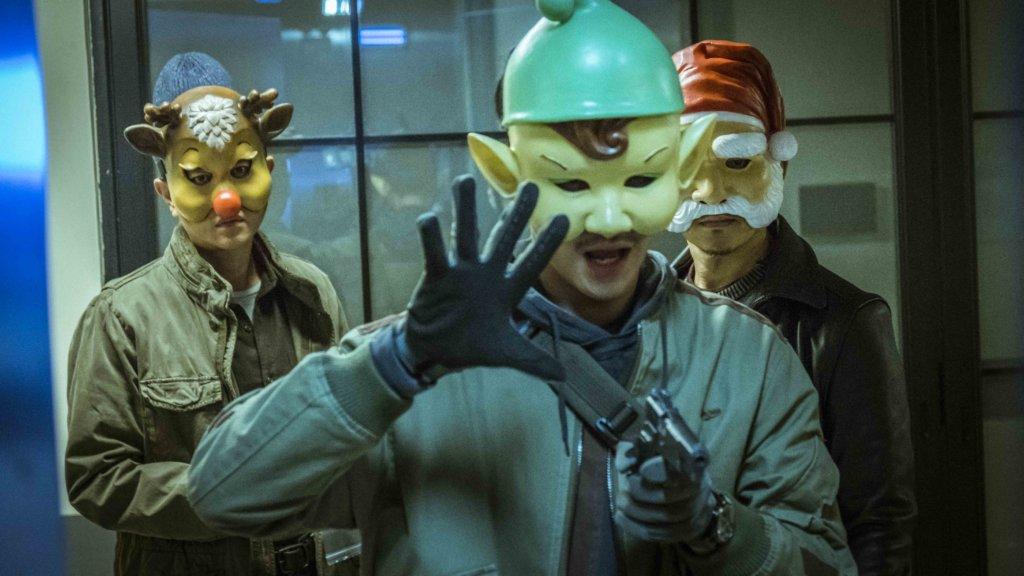 片中三位大賊經常戴上面具,小齊臉部試過被割傷。