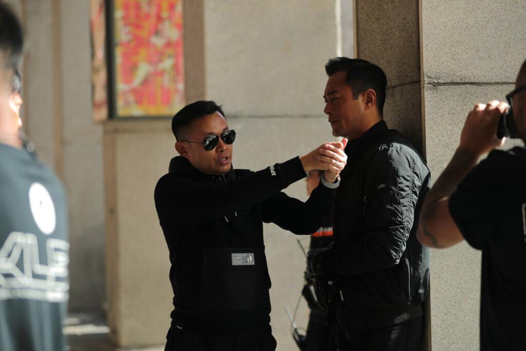 導演文偉鴻最擔心古天樂頸椎手術後的傷勢。