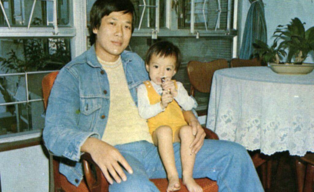 劉江育有一子,用心栽培他,供他到英國讀書。