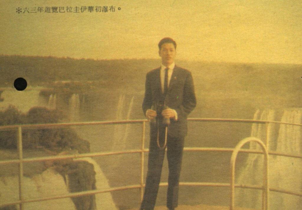 劉江在台灣學完京劇後,隨學校的劇團到南美洲表演。