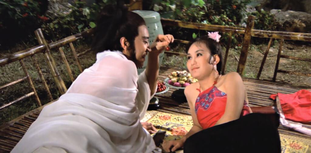 胡錦在《金瓶雙艷》飾演潘金蓮,與楊群演的西門慶做對手戲。