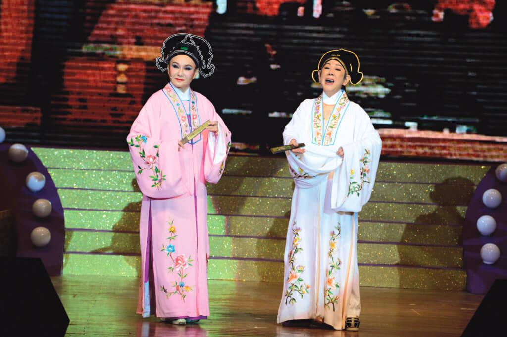 《梁祝》舞台劇她和凌波演了二十年,這幾年因為病沒有演了。