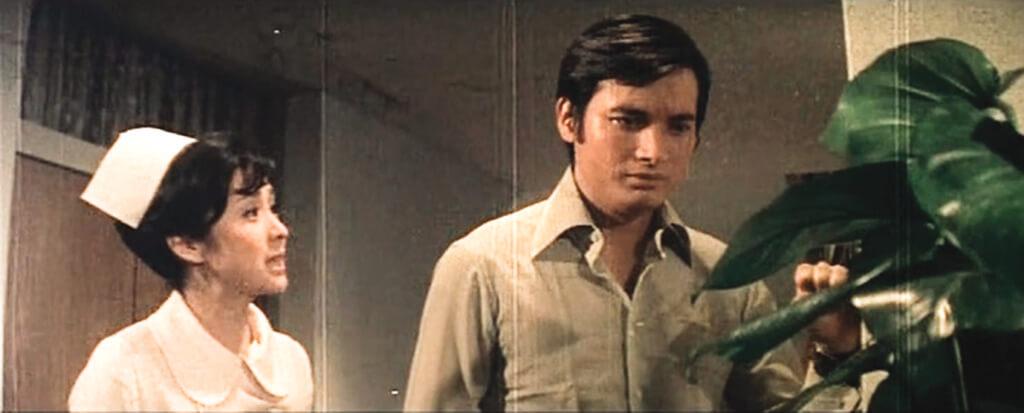 因為鄧光榮不能接拍《心有千千結》,甄珍的媽媽推薦了秦祥林,這部電影很賣座,秦祥林從此大紅。
