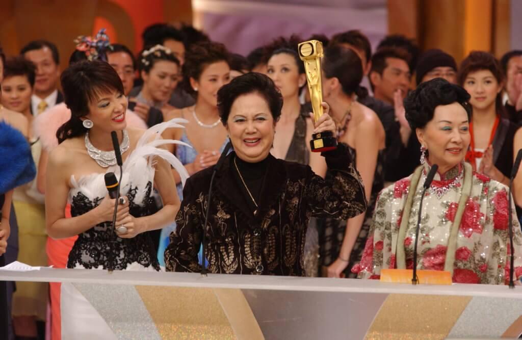 ○五年獲無綫頒發萬千光輝演藝大獎,表揚她在演藝圈的貢獻。