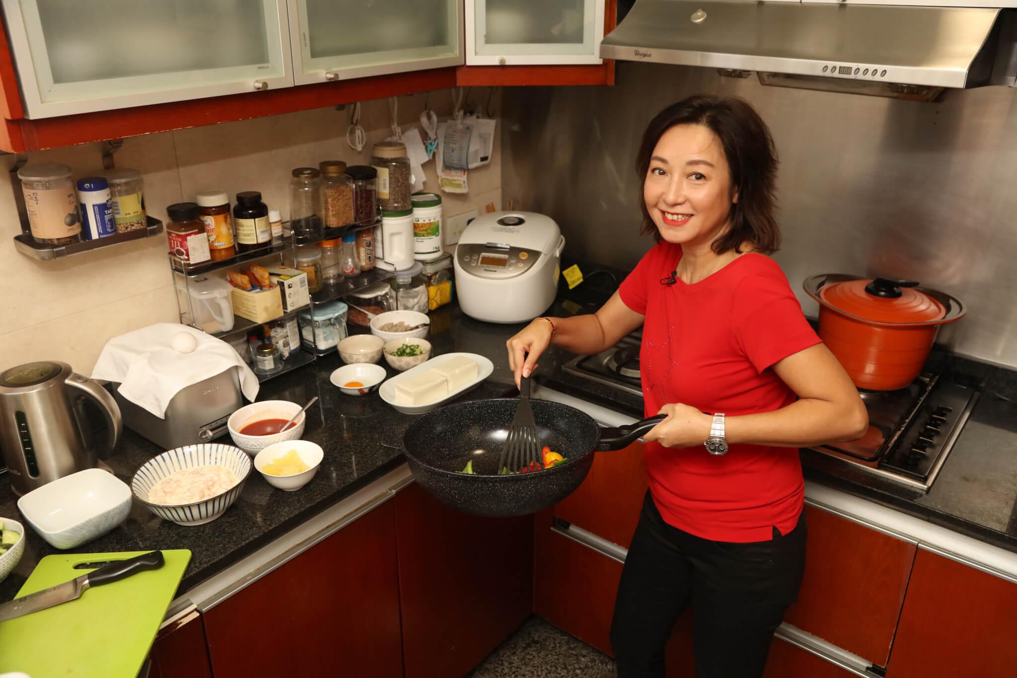黎明詩的廚房是她的私家重地,她說朋友來都不讓他們進來。