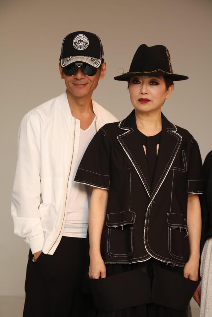 完美主義的江華在未有化妝的情況下,會戴上太陽眼鏡才肯與太太合照。