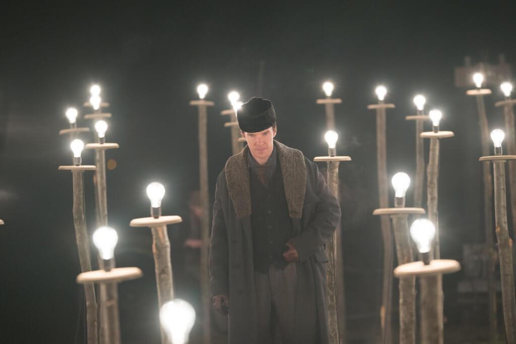 愛迪生第一次向買家介紹他的電燈泡時,拍出一種奇蹟般的感覺。