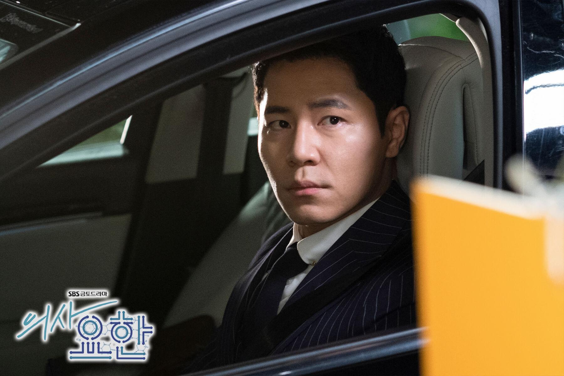 舞台劇演員出身的李奎炯乃好戲之人,劇中他飾演鐵面檢察官,視池晟為「殺人魔醫生」,誓要把他拉下馬。