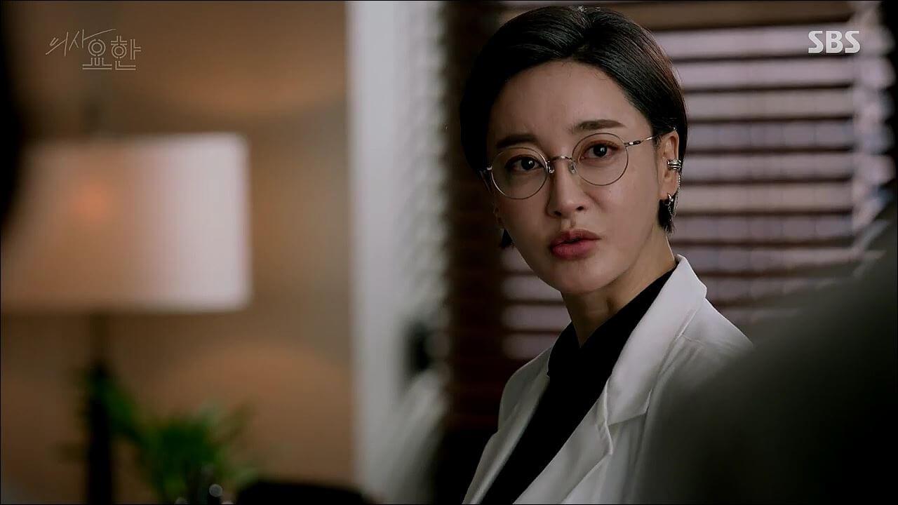 姜詩英的媽媽對其相當嚴格,其實是愛女心切。