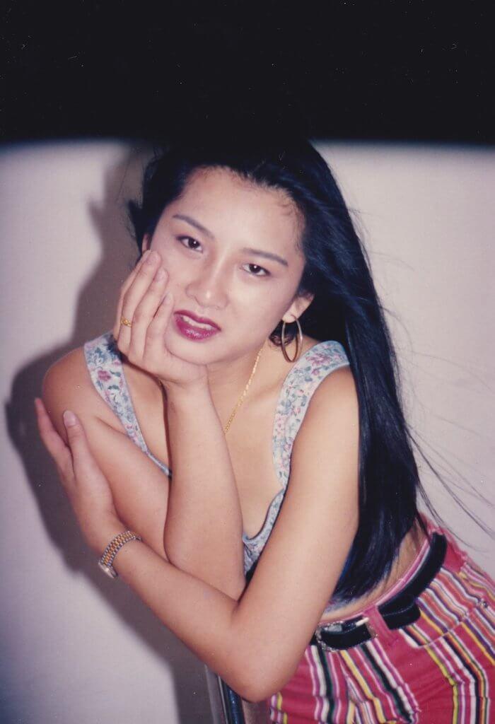 年輕時的黃梓瑋,面貌娟好。
