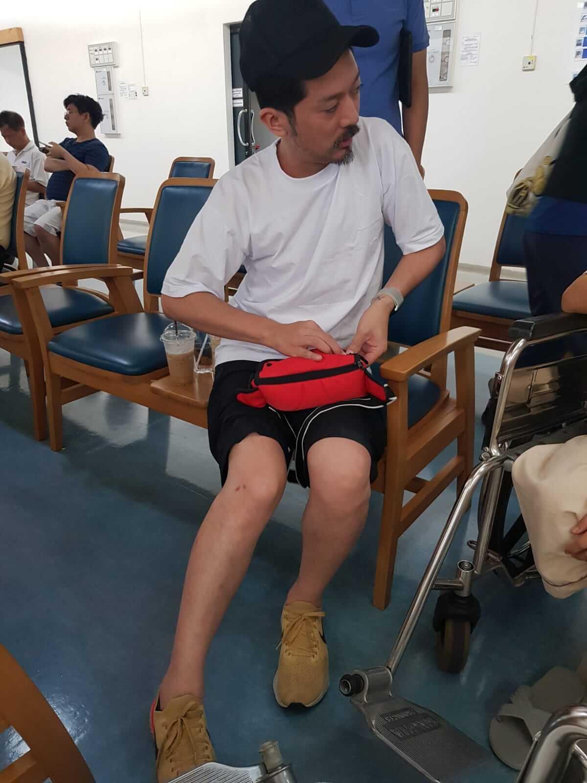 兩母子被送當地醫院檢查,兒子啟宗只是受輕傷,但馮寶寶被撞歪鼻骨,在當地留院一天後自行申請出院。
