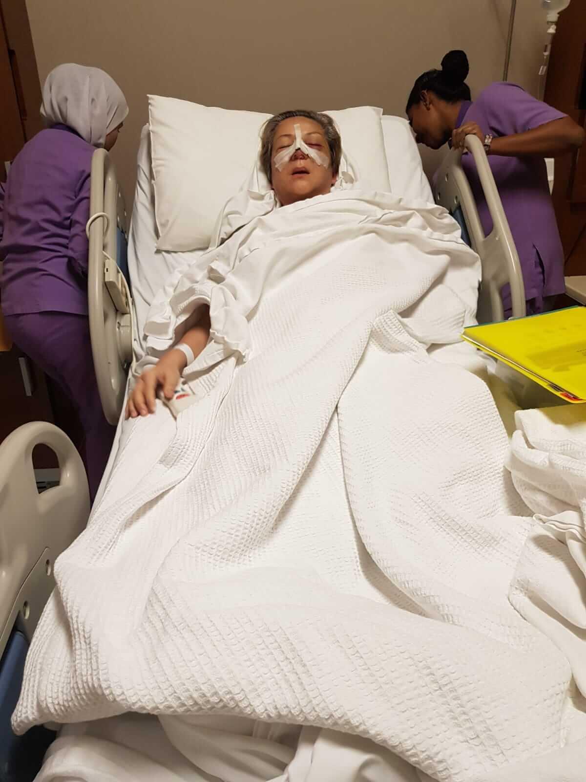 主診醫生批准可乘飛機,馮寶寶再飛往吉隆坡另入當地醫院進行鼻骨矯形手術。