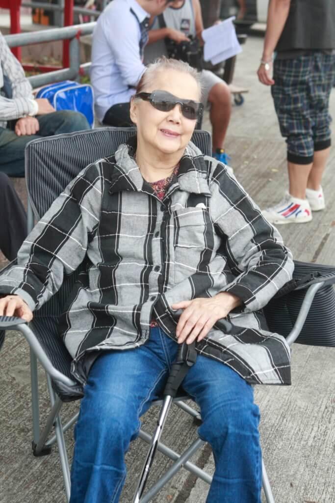 一五年未跌倒前,夏萍仍有拍劇,不過會有枴杖傍身,幕後亦會安排凳給她坐。