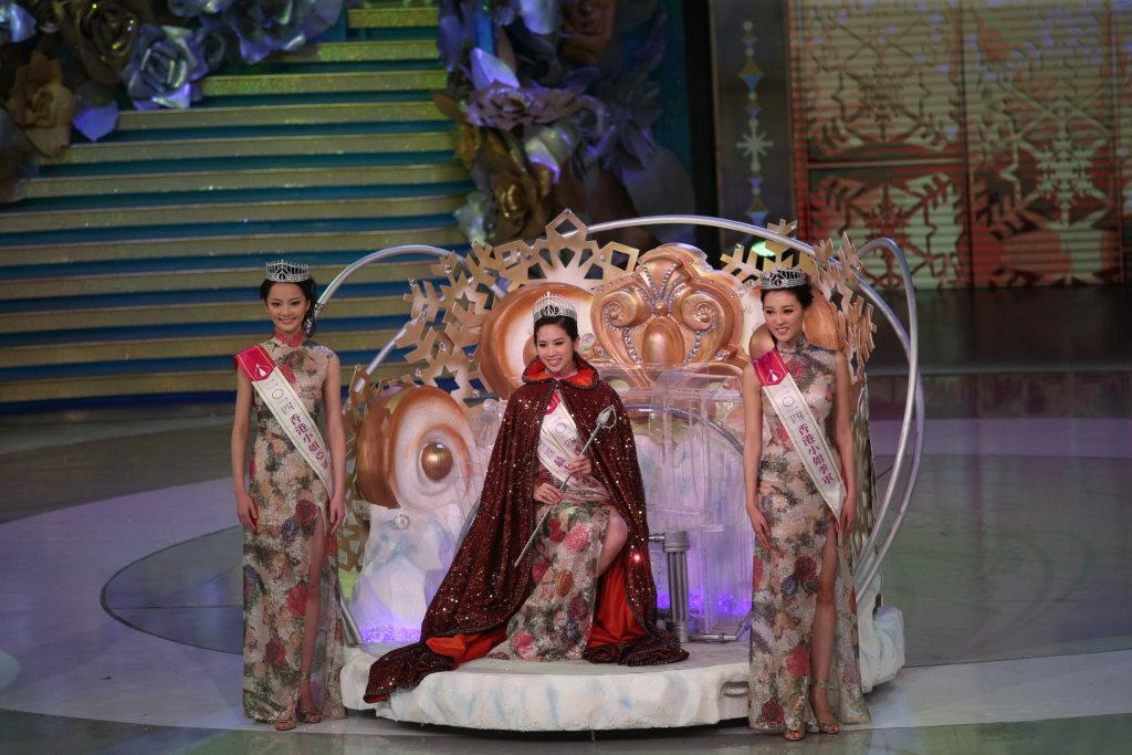 一四年香港小姐冠軍邵佩詩、亞軍王卓淇及季軍何艷娟。