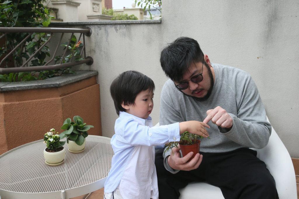 劉翁兩夫妻對教導子女,都採取「放手」政策,讓子女在失敗中學習成長。