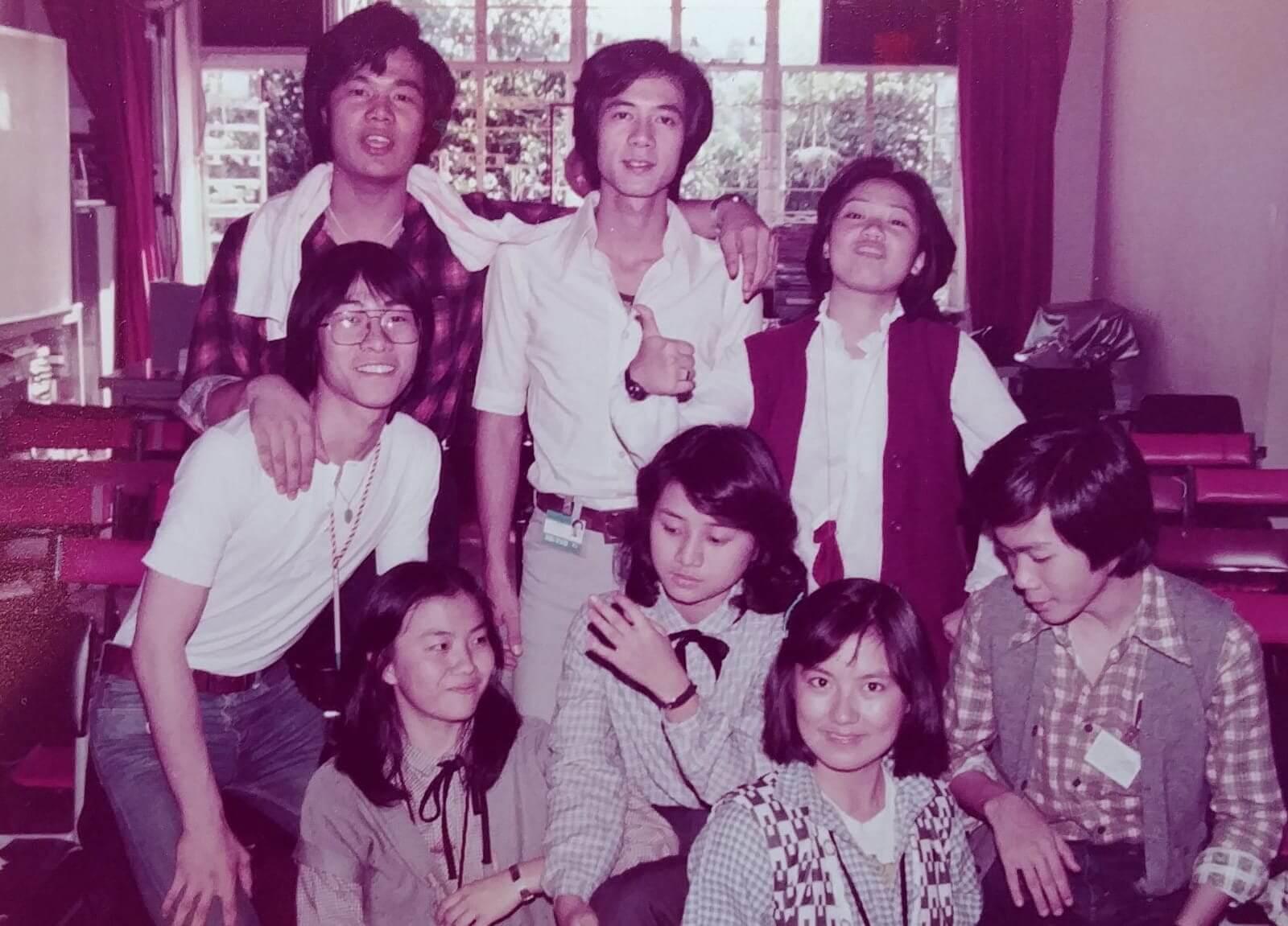 李成昌直言一生人最好玩就是讀訓練班那年,同期同學包括有艾威、湯鎮業、景黛音、周秀蘭、黃造時、陳安瑩、廖啓智、陳敏兒等。