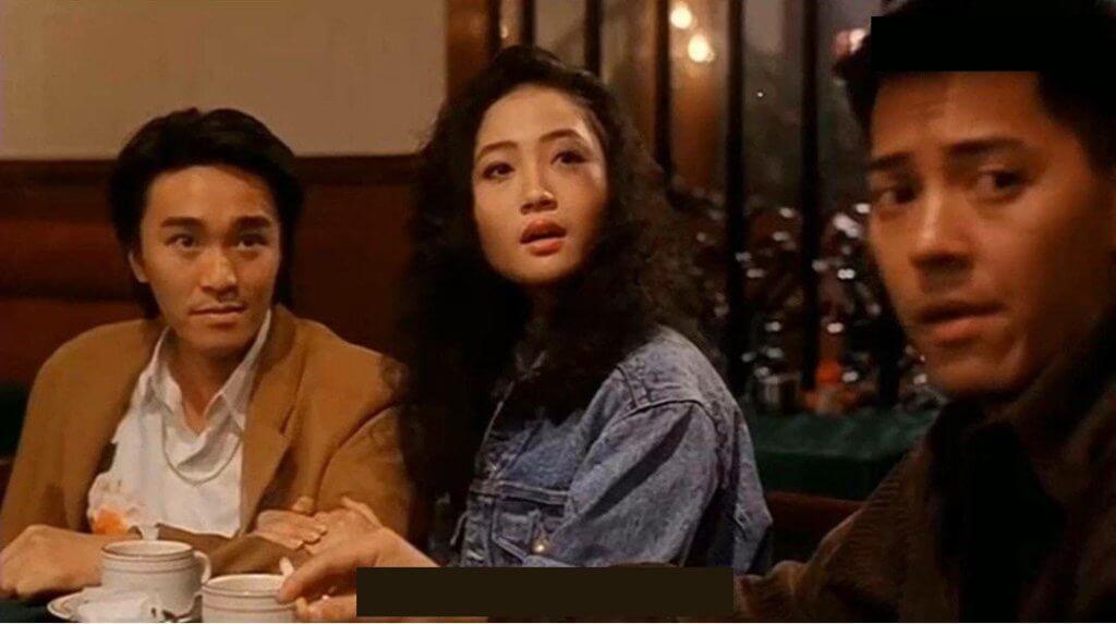 《龍鳳茶樓》中楊玉梅演的舞小姐被打,挽着周星馳的臂彎撒嬌。