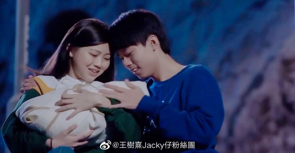 Jacky仔笑言拍劇多年,今次首度有親熱場面,拍攝時也臉紅。