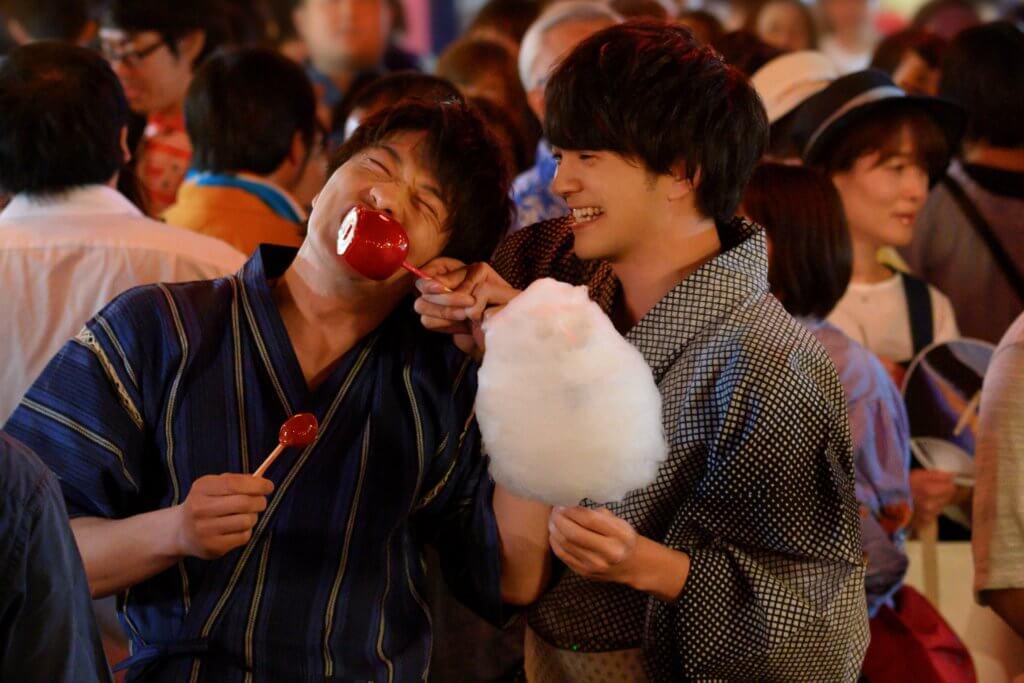 春田與牧難得穿起浴衣在祭典上浪漫拍拖