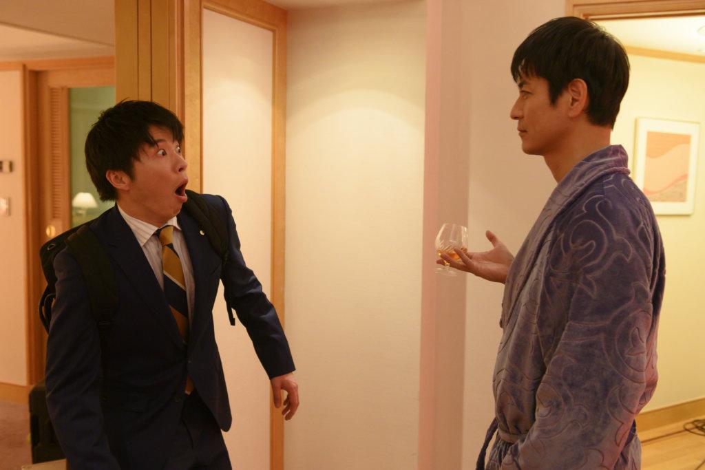 澤村一樹飾演的總公司男上司對牧份外體貼,還邀春田到酒店房見面。