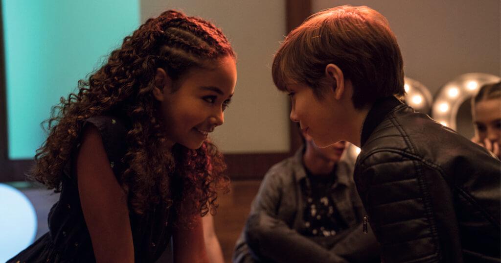 雅各情竇初開,暗戀一名女同學,更要在派對吻她。