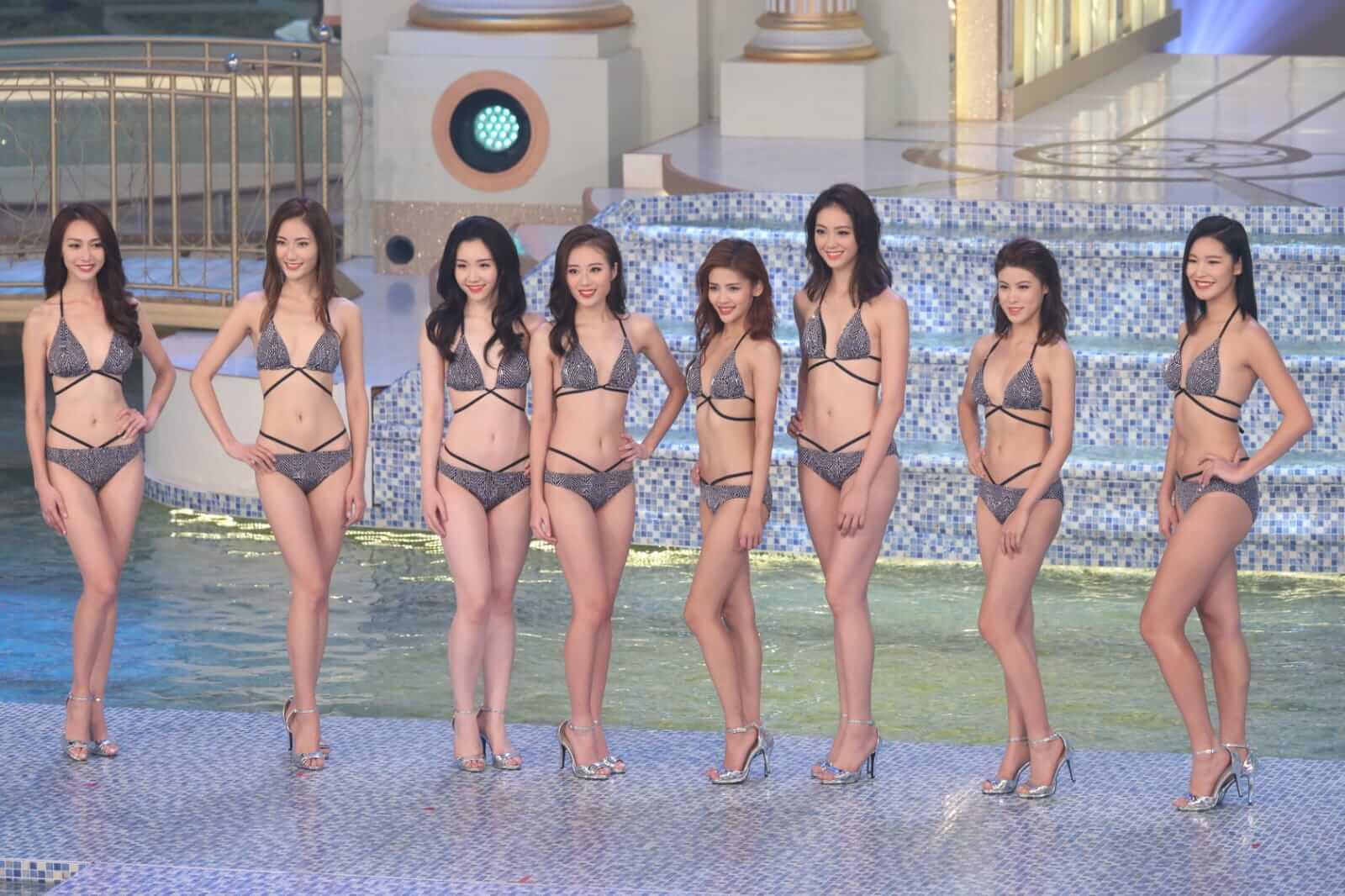 泳裝環節,十位佳麗穿上比堅尼泳裝,身材盡顯無遺。