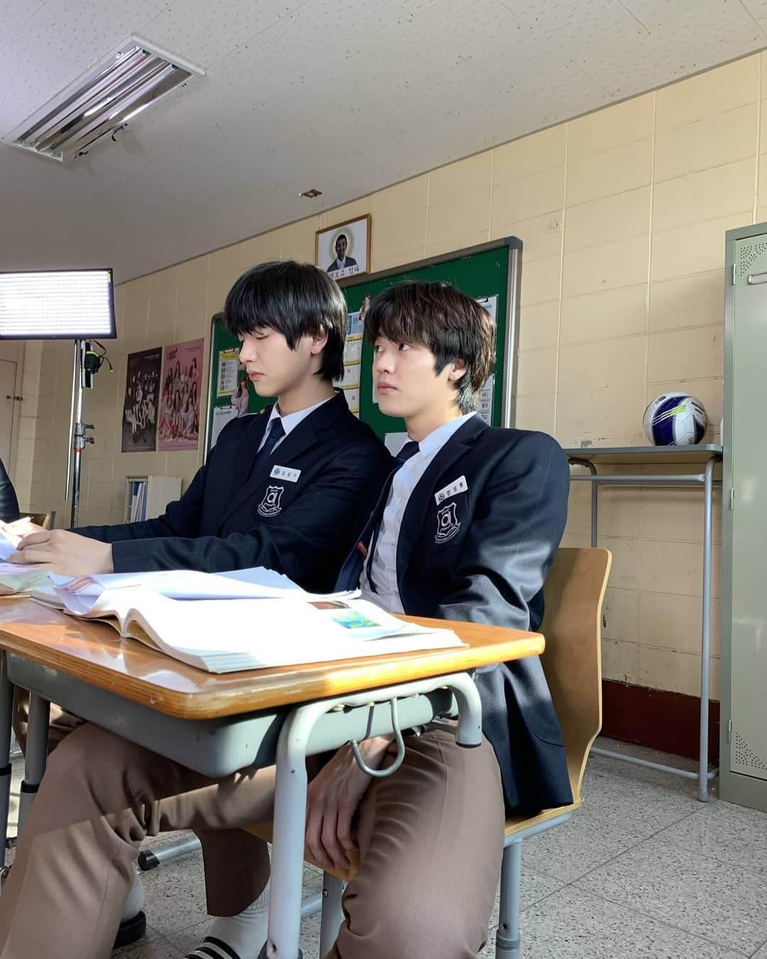 承協和宰鉉不時挑戰演技,可惜大部分都是網劇,未見突破。