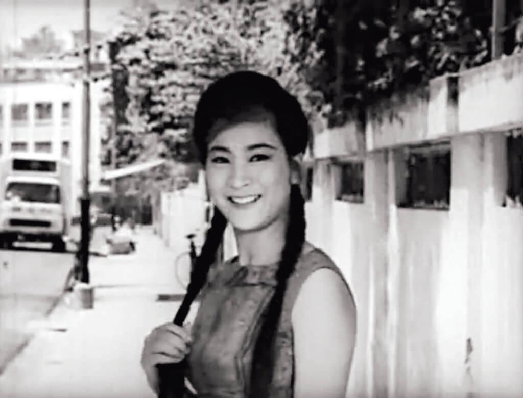 當少女向王良回眸一笑——客串主演的陳寶珠,就只有這數十秒已搶足鏡頭,施小姐(夏萍)哪能不吃醋?
