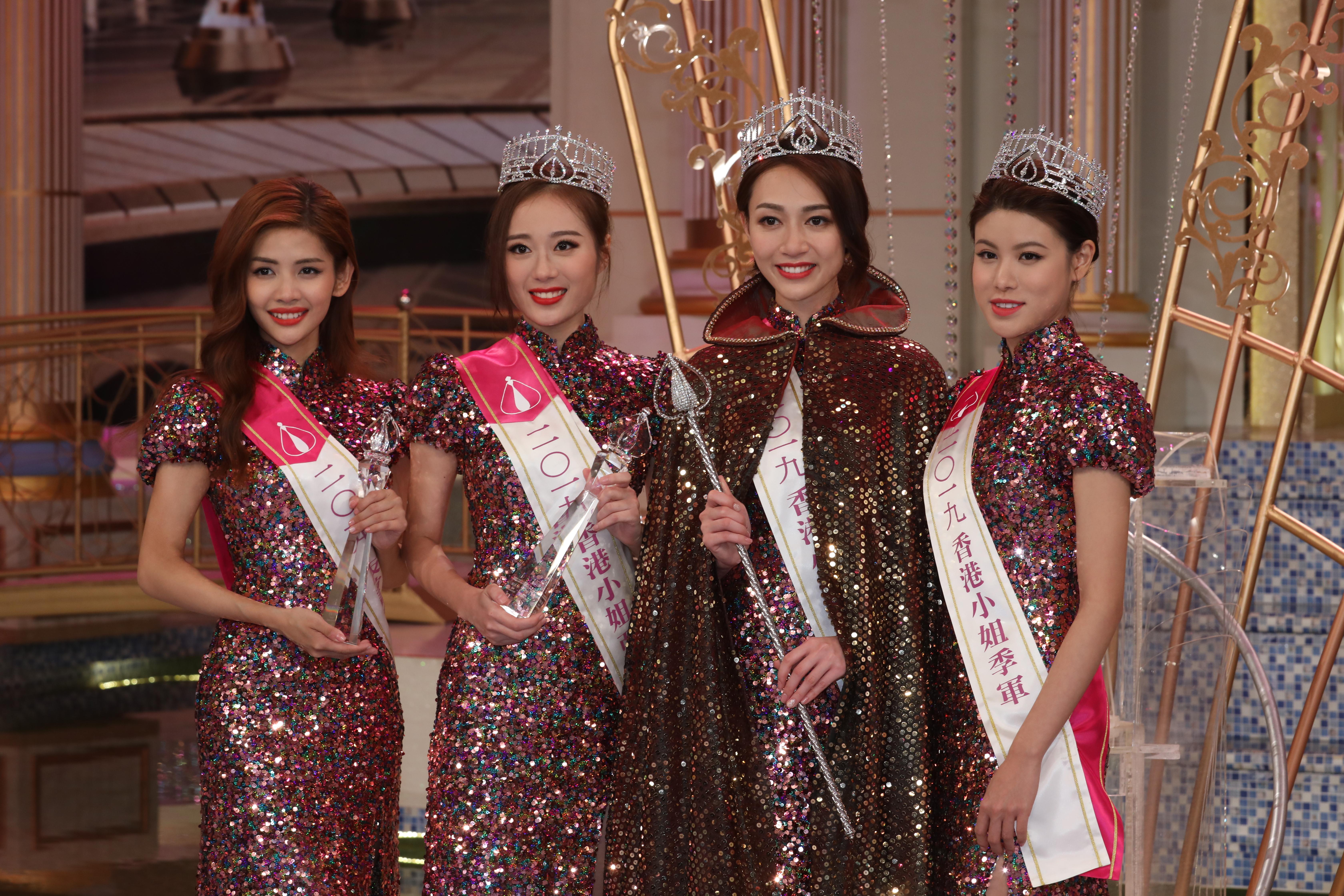 友誼小姐陳熙蕊、亞軍王菲、冠軍黃嘉雯及季軍古佩玲等成為新一屆香港小姐。