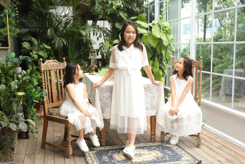 拍照當日,三姊妹悉心打扮。