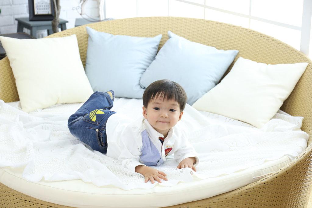 兩歲的囝囝Jaye,有明星特質,享受在大眾焦點。