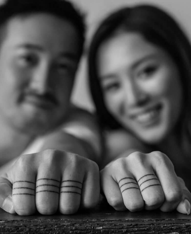 兩人手上的「戒指紋身」,比一般戒指更能象徵一生一世。