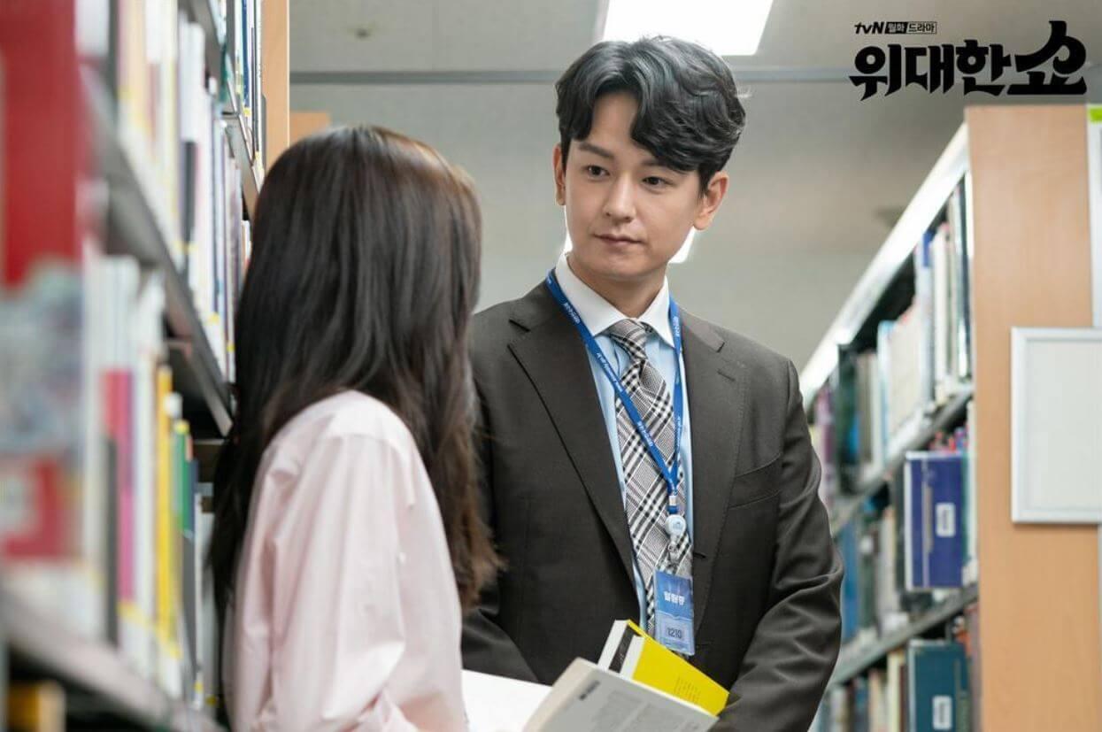 林周煥飾演律師兼時事評論家,劇中是宋承憲的死敵,喜歡李善彬。