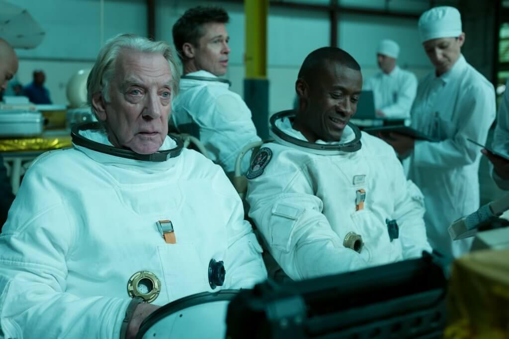 片中不乏緊張情節,有太空人之間的衝突。