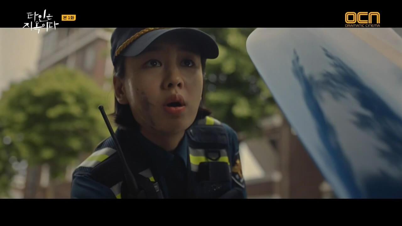 劇中的女警正花充滿正義感,不知會否助鍾宇脫險?
