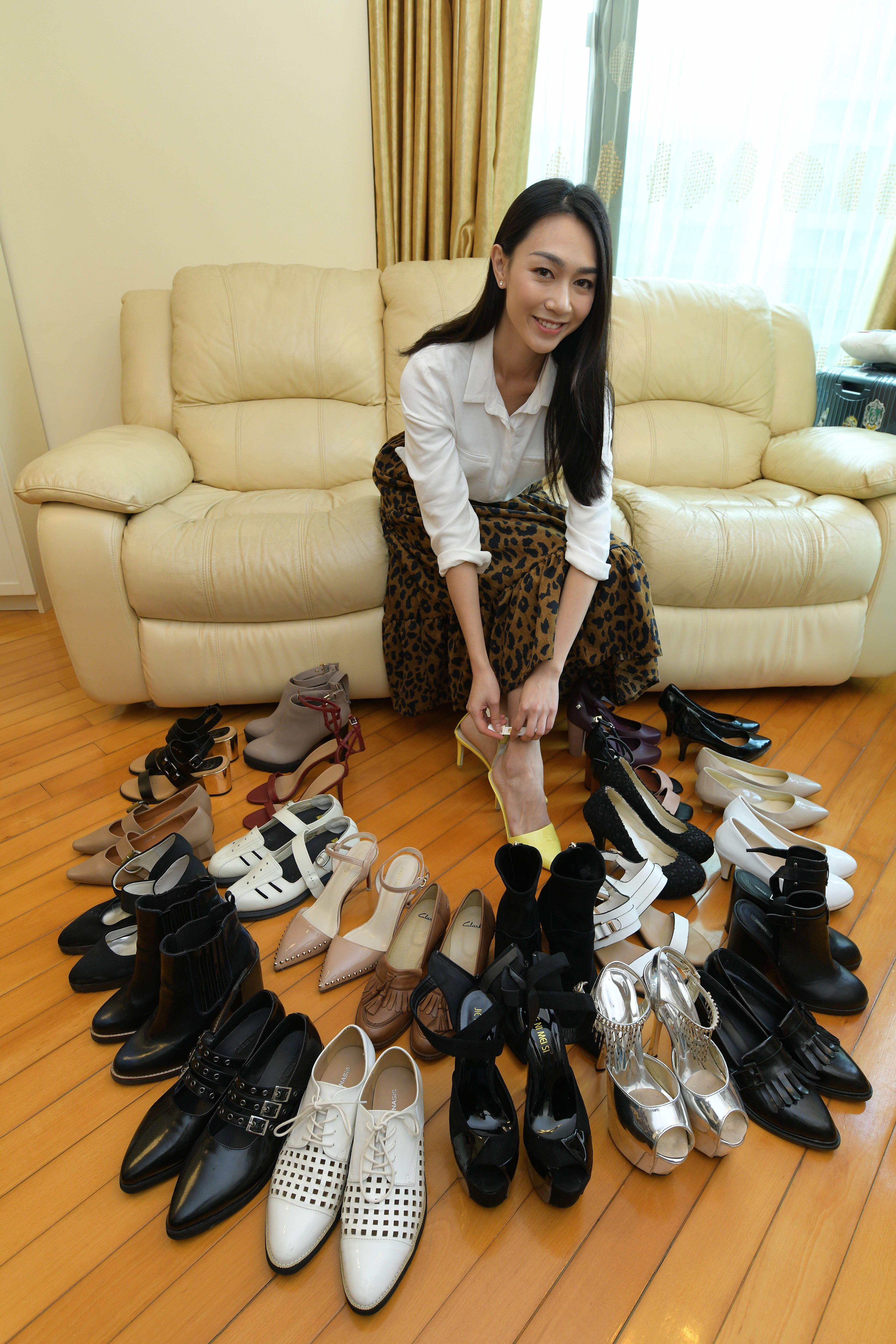 女士都是愛高跟鞋,即使個子高的她,仍愛穿四吋高的高跟鞋。