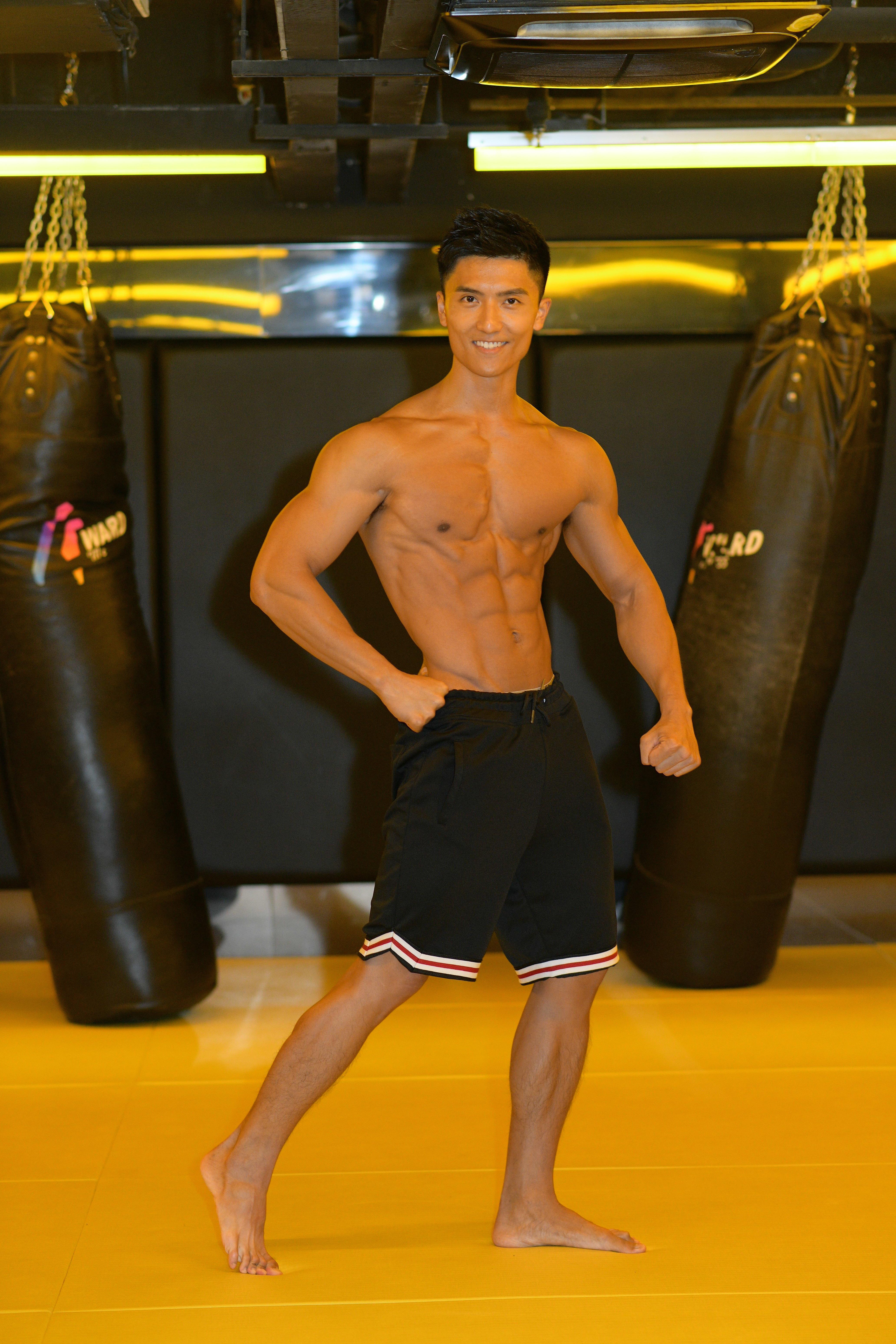 陳偉洪經過三個月無味人生,令他練得一身健美肌肉,準備本周六參加健美比賽。